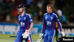 انگلینڈ کے ٹراٹ اور روٹ نے اچھا کھیل پیش کیا۔