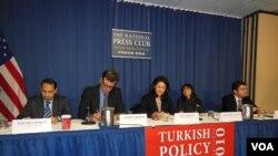 Türkiye Politika Merkezi tarafından Ulusal Basın Kulübü'nde düzenlenen panel