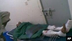 Một người đàn ông bị thương sau vụ đánh bom tự sát gần thành phố Zinjibar, Yemen, 4/3/2012