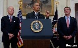 美国总统奥巴马在副总统拜登和国防部长卡特伴随下在白宫讨论关闭古巴关塔纳摩湾监狱的计划(2016年2月23日)