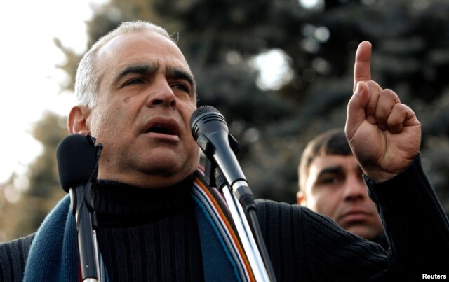 Armenian presidential candidate Raffi Hovannisian addresses supporters at a rally in Yerevan, Feb. 19, 2013.