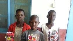 Jovens moçambicanos fazem arte com materiais recicláveis