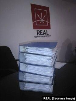 REAL Partiyasının topladığı imzalar
