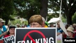 Demonstranti protestuju zbog predloga o izvozu gasa iz postrojenja Kouv Point u Merilendu.