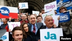 "Scotland's First Minister Alex Salmond, center, poses with supporters of the ""Yes Campaign"" in Edinburgh, Scotland, Sept. 9, 2014."