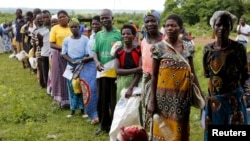 Malawians queue for food aid distributed by the United Nations World Food Program (WFP) in Mzumazi village near the capital Lilongwe, Feb. 3, 2016.