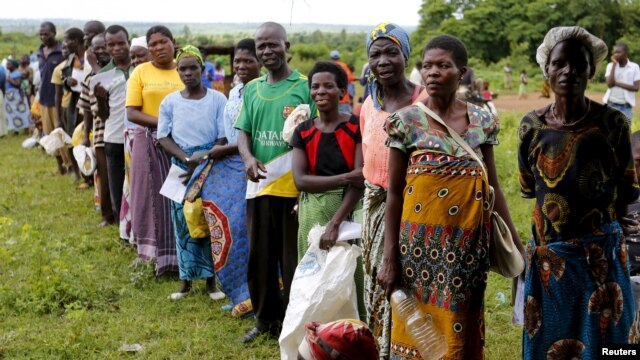 Malawians queue for food aid distributed by the United Nations World Food Program in Mzumazi village near the capital, Lilongwe, Feb. 3, 2016.