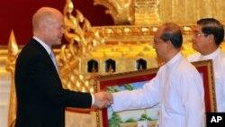 버마를 방문한 헤이그 영국 외무장관(좌)과 테인세인 버마 대통령