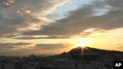 ชาวกรีกหันไปพึ่งแสงอาทิตย์เพื่อช่วยแก้ปัญหาเศรษฐกิจ