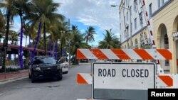 佛羅里達州邁阿密市當局在一條酒吧街實施宵禁以控制新冠病毒疫情(路透社2020年7月18日)