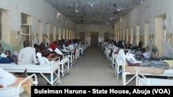 """Le gouvernement de l'Etat de Kano, dans le nord du Nigeria, a annoncé lundi avoir ouvert une enquête pour déterminer la cause de """"morts mystérieuses""""."""