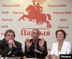 Александр Федута (слева)