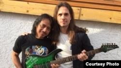 Gitaris Dewa Budjana dan gitaris band Megadeth Kiko Loreiro (foto/dok: Dewa Budjana)