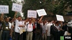 2013年7月22,中國各地復員軍官到中國人民解放軍總政治部上訪維權 (民生觀察)
