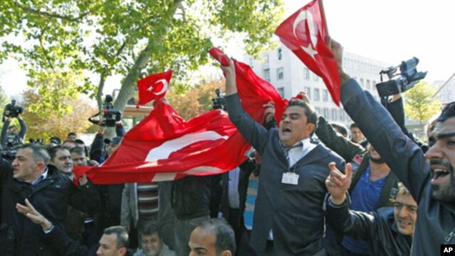 Veteran soldiers shout slogans during a protest against the latest attacks by Kurdish rebels against the Turkish military outside Prime Minister Tayyip Erdogan's office in Ankara, Turkey, October 19, 2011.