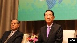 宋楚瑜赴APEC临行前国际记者会(美国之音易林拍摄)
