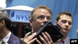 Các nhà buôn cổ phiếu trên Sàn Giao dịch Chứng khoán New York lạc quan với sự kiện giá chứng khoán đã tăng trở lại