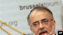 'احمد رشید: افغانستان نه د وتلو لاره'