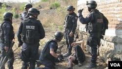 Polisi Meksiko dalam salah satu operasi penggerebekan narkoba (foto: dok.).