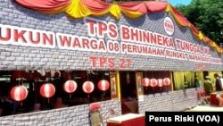 TPS Bhinneka Tunggal Ika di RW 08 Rungkut Mapan Barat mengangkat tema budaya nusantara (Foto: VOA/Petrus Riski).
