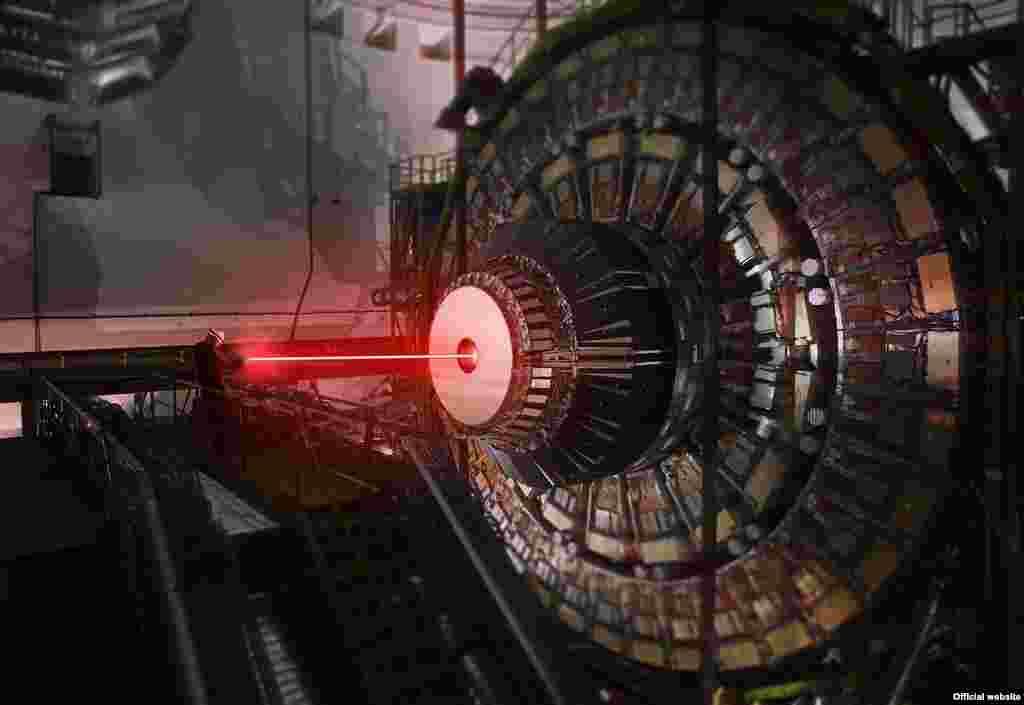 Cientistas do CERN, responsáveis por um dos sistemas de descobertas científicas mais avançados do mundo, anunciaram hoje a descoberta da força, dos filmes Star Wars. Numa publicação oficial e uma série de fotos, o grupo contou ao mundo que agora era possível controlas o mundo com um Jedi dos filmes de George Lucas.
