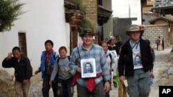 David'in kardeşleri James ve Roy Sneddon Çin'de onu bulmaya çalışırken