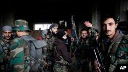 دريډکراس نړيوالې کميټې(ايي سي ار سي) حلب کې په فريقينو زور راوړى چې ترڅومره حده ممکن وي د ولسي وګړو دځان ومال تحفظ دې باوري کړي.