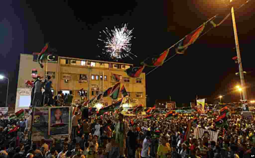 ورود مخالفین قذافی به طرابلس، پایتخت لیبیا و شادمانی مردم
