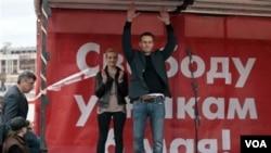ຜູ້ນໍາຝ່າຍຄ້ານ ທ່ານ Alexei Navalny ທີ່ຕໍ່ຕ້ານປະທານາທິບໍດີ Vladimir Putin ຖືກໄອຍະການ ຂໍຮ້ອງ ໃຫ້ສານຈຳຄຸກ