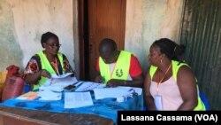 Assembleias de voto encerram as portas às 17 horas locais