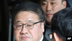 A former presidential secretary An Chong-bum arrives for questioning at the Seoul Central District Prosecutors' Office in Seoul, South Korea, Nov. 2, 2016. South Korean prosecutors requested an arrest warrant for a longtime friend of President Park Geun-hye.