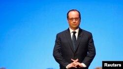 ប្រធានាធិបតីបារាំងលោក Francois Hollande (ខាងលើ) និយាយថា លិទ្ធិគម្ពីរនិយមបានបង្កឲ្យមានការប៉ះពាល់ដោយការយល់ឃើញទៅលើជនមូស្លីមទូទៅ។