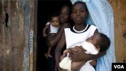 El Secretario General Adjunto de la OEA garantiza compromiso continuo con las necesidades de Haití en 2012.