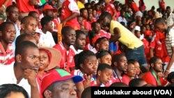 Mashabiki wa Equatorial Guinea wakitizama mchuano kwa makini