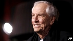"""Ảnh tư liệu - Đạo diễn Garry Marshall đến buổi ra mắt phim """"New Year's Eve"""" ở Los Angeles, ngày 5 tháng 12 năm 2011."""