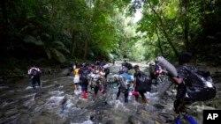 Мигранты в джунглях Дарьенского пробела. 15 сентября 2021 г. (архивное фото)