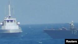 美国海军提供的视频截图画面显示,2017年7月25日一艘伊朗舰只在波斯湾危险靠近美军舰。