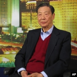 中国著名经济学家茅于轼(资料照片)