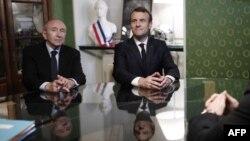 Le président français Emmanuel Macron et le ministre français de l'Intérieur, Gérard Collomb, à la mairie d'Ajaccio, le 6 février 2018.