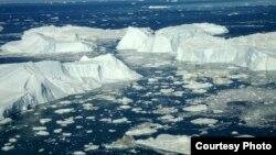 El ochenta por ciento de la isla está cubierta por hielo. Si se derritiera por completo, el nivel global del mar se elevaría a más de siete metros.