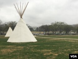 "Members of the Standing Rock Sioux tribe created a ""symbolic camp"" with traditional tepees on the National Mall in protest of the Dakota Access oil pipeline, which they say would pollute their water supply. (E. Sarai/VOA)"