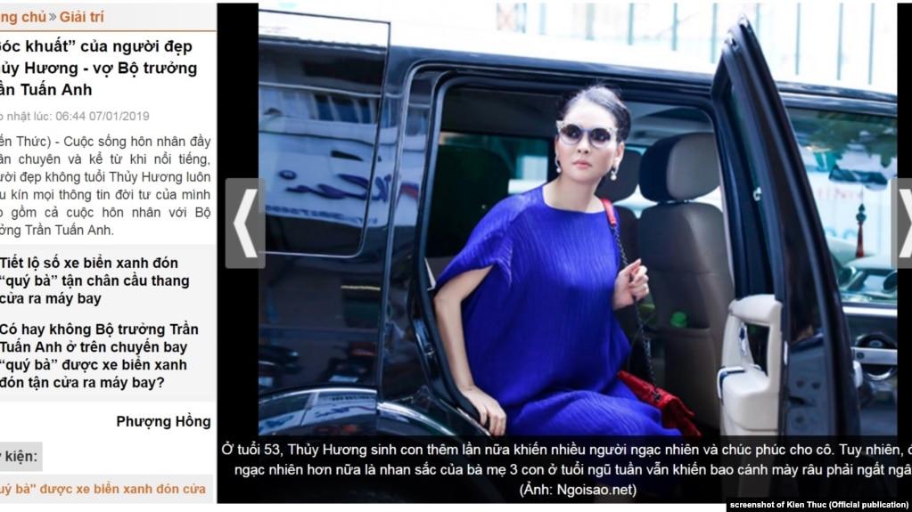 Người mẫu Thủy Hương, vợ Bộ trưởng Công thương Trần Tuấn Anh, người được đón ngay tại chân cầu thang máy bay.