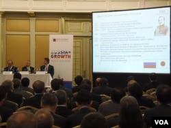 去年4月末日本首相安倍访俄时双方在莫斯科举行投资和经济论坛会议,两国大型企业主管参加,安倍曾发言。