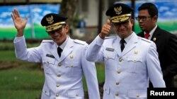 Anies Baswedan (kanan) dan Sandiaga Uno sebelum acara pelantikan/sumpah jabatan di Istana Presiden di Jakarta, 16/ Oktober lalu (Foto: Reuters).