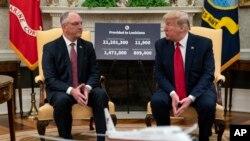 特朗普總統與路易斯安那州州長愛德華茲在白宮橢圓形辦公室會晤。(2020年4月29日)