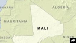 Mali : visite du chef de la diplomatie française, Bernard Kouchner, à Bamako