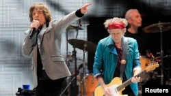 "Mick Jagger (L) and Keith Richards perform onstage during the Rolling Stones final concert of their ""50 and Counting Tour"" in Newark, New Jersey, Dec. 15, 2012."