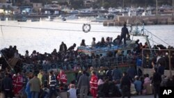 Τυνήσιοι μετανάστες φθάνουν στην Ιταλία