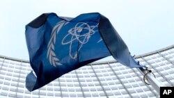 지난 2009년 오스트리아 빈에 위치한 국제원자력기구(IAEA) 본부 앞에 바람에 휘날리는 IAEA 깃발이 보인다.