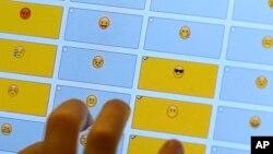 School Lunches Emoji